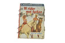 """Anteckningsbok """"Vi rider mot lyckan"""" med handgjort papper"""