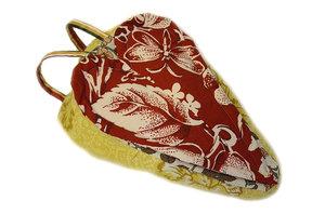 Sadelskydd och väska i ett med rött hjärta